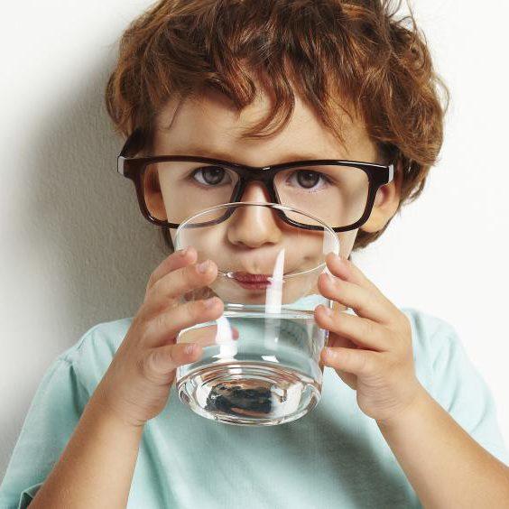 روزانه-باید-چند-لیوان-آب-بخوریم؟